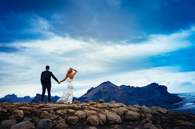 What...a...view.  #wedding #icelandwedding #icelandprewedding #icelandweddingphotographer #prewedding #prewed #fearlessnewyear